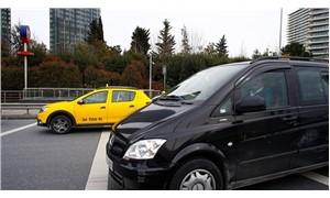 Taksiciler, havalimanında Uber zannettikleri aracın yolunu kesti