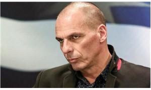 Varoufakis: Bize iki seçenek sunulmuştu, kurşuna dizilmek ya da teslimiyet