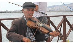 İzmir sokaklarında kuşaktan kuşağa bir keman
