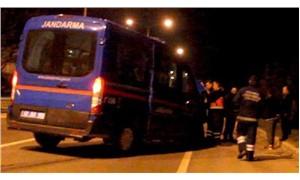 Askeri minibüsle hafif ticari araç çarpıştı: 5 yaralı