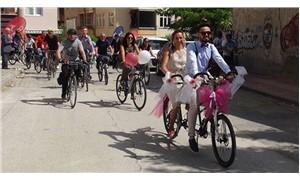 Düğün arabası değil; düğün bisikleti!
