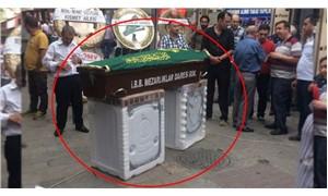 Cenazesi vasiyeti üzerine çamaşır makinesinin üzerine konuldu