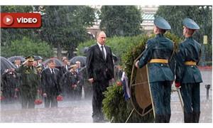 Şemsiyeyi reddeden Putin sırılsıklam oldu