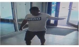 'Hero' tişörtü giyen garson tutuklandı