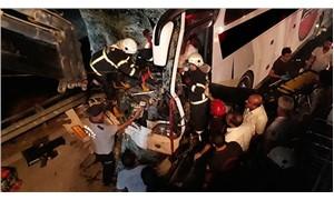 Yolcu otobüsü ile TIR çarpıştı: 1 ölü, 25 yaralı
