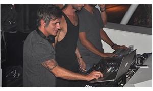 Teoman DJ kabinine geçti
