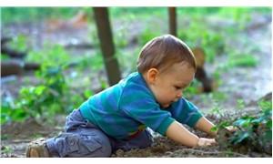 Çocuklarda kil, toprak, boya yemenin nedeni pika sendromu olabilir