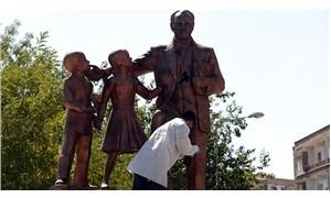 Atatürk anıtına çekiçle saldıran kişi tutuklandı