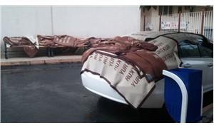 Yurt-Kur battaniyeleri araçların üzerine örtüldü
