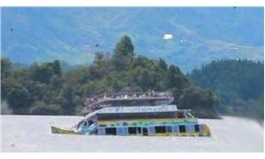 Nehir teknesi battı: 11 kişi yaşamını yitirdi