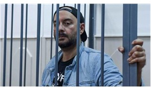 Yönetmen Kirill Serebrennikov kafes içinde mahkemeye çıkarıldı
