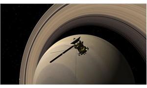Cassini  intihar dalışına geçiyor