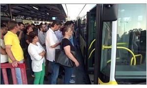 Metrobüste oturarak yolculuk yapmanın hikayesi
