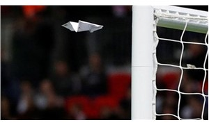 İngiltere-Slovenya maçına kağıt uçak damga vurdu