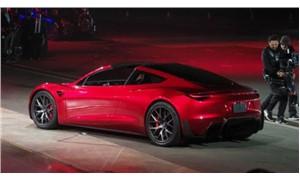 Elon Musk yeni araçlarını tanıttı: Elektrikli kamyon ve 'dünyanın en hızlı seri üretim arabası'