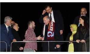 Erdoğan, çocuklara Sedat Peker tişörtü giydirten şahsı otobüsüne çağırdı