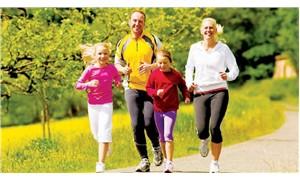 Hareket ederek ve sağlıklı beslenerek yaşlanmalıyız