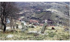 Osmanlı mezarları bakımsızlıktan paramparça oldu