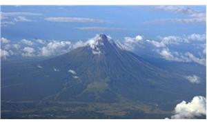 Mayon yanardağı yeniden patladı