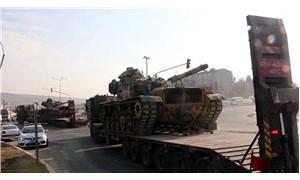 Sınırda tank ve sağlıkçı hareketliliği