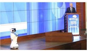Ulaştırma Bakanı Arslan, sözünü kesen robota müdahale ettirdi