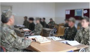 Öğrencilere askeri kıyafet giydirdiler!
