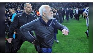 Gol iptal oldu, kulüp başkanı silahla sahaya girdi