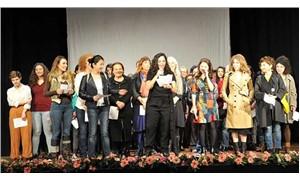 Kadın oyuncuların sahneye çıkarılmamasına yönelik protesto: 100 kadın tiyatrocu bir araya geldi