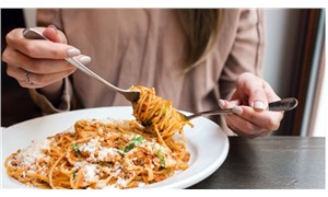 'Yüksek karbonhidratlı beslenme, erken menopoza yol açıyor'