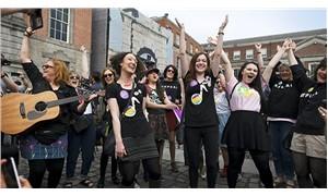 İrlanda, kürtajı yasaklayan yasal düzenlemeyi kaldırıyor