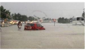 Denizli-Ankara karayolu selden dolayı trafiğe kapandı