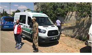 Eşi, kayınpederi ve kayınvalidesini öldüren erkek, 1 yaşındaki kızını alıp kaçtı