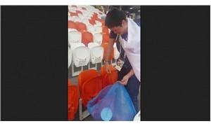 Japon taraftarlar maç sonunda tribünleri temizledi