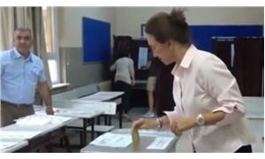 Oyuncular Sendikası Genel BaşkanıDemet Akbağ oy kullandı