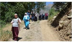 Sandıkları taşınan Hakkarililer 10 kilometre yürüyerek oylarını kullandı