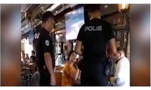 Evlilik teklifi için polislerle anlaşıp sevgilisini gözaltına aldırdı