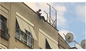 Çatıda müzik dinleyen genç itfaiyeyi alarma geçirdi