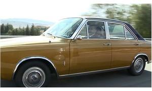 Bahçeli klasik arabasıyla Ankara sokaklarında tur attı