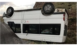 İşçileri taşıyan minibüs devrildi: 6 yaralı