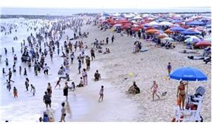 Rüzgarda uçan plaj şemsiyesi göğsüne saplandı