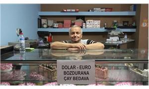 Düzce'de esnaf dolar bozdurma karşılığında çayı bedava veriyor