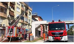 Antalya'da 4 katlı binada yangın çıktı