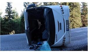 Sürücüsü ehliyetsiz işçi servisi devrildi: 19 yaralı