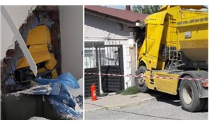 Silivri'de hafriyat kamyonu eve girdi