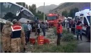 Van'da trafik kazası: AKP üyelerini taşıyan otobüsle otomobil çarpıştı