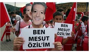 Zonguldak'ta çocuklara 'Özil maskesi' taktırıp yürüyüş yaptırdılar