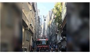 Esenler'de 2 binanın çatısı yandı