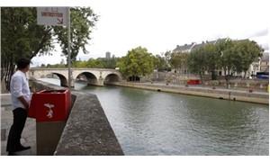 Paris'te sokak pisuvarları protesto edildi