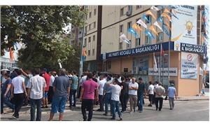 Kocaeli'de pazarcılar AKP binası önünde eylem yaptı
