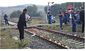 Çorlu'daki tren faciasında yaşamını yitiren 25 kişi, karanfillerle anıldı